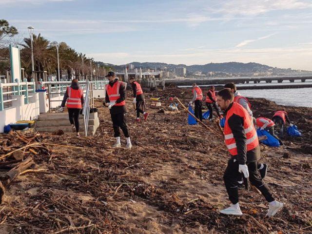 Nettoyage de plage et solidarité pour les Dragons